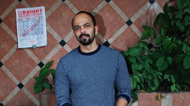 Rohit Shetty gifts SRK a cycle (Movie Snippets)