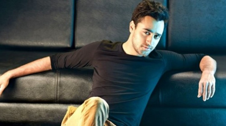 Imran spends time with Students while shooting for 'Katti Batti'!