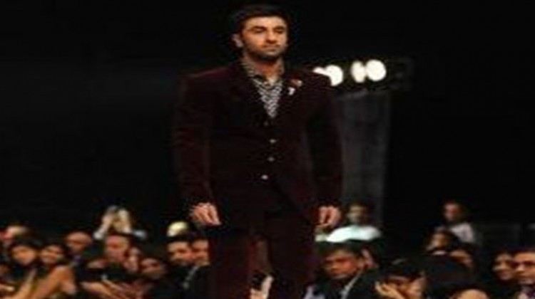 Clicked: Ranbir Kapoor Walks the Ramp at LFW in Manish Malhotra's outfit