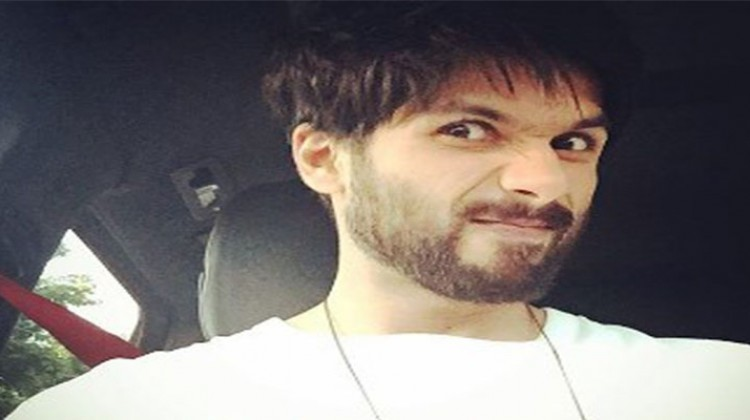"Shahid Kapoor ""Back to work"" Selfie"