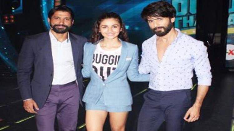 """Shahid and Alia on sets of """"I Can Do That"""" for Shaandaar"""