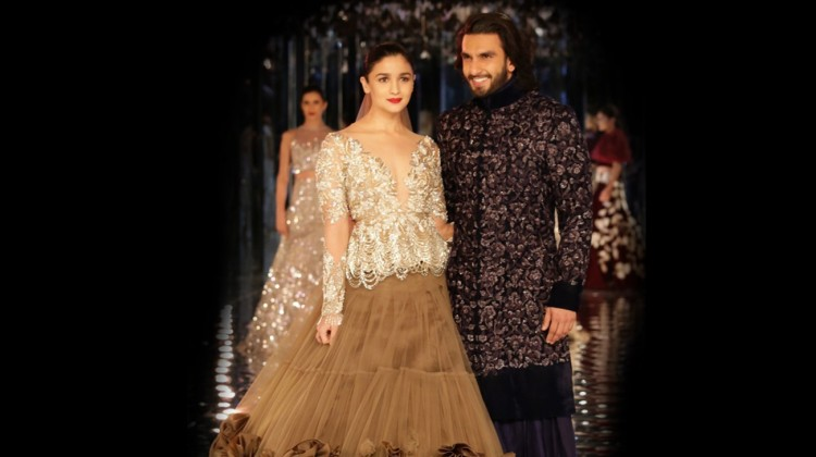 Here are the most dreamy pics of Alia and Ranveer from Manish Malhotra's show!