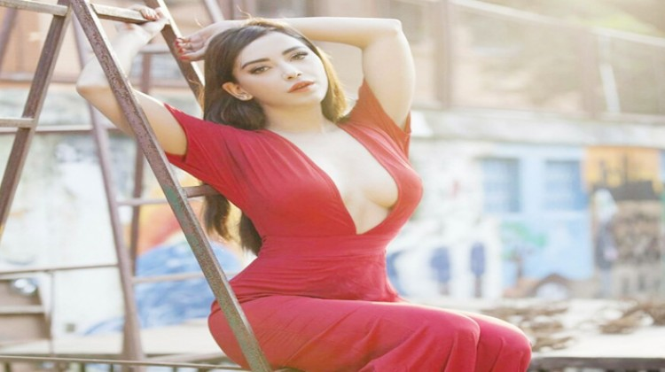 Angela Krislinzki latest pictures takes over the internet by storm