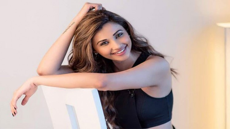 """""""Race"""" gives equal chance to male and female actors: Daisy Shah"""