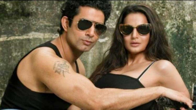 """Ameesha Patel Unveils First Look From """"Desi Magic"""""""