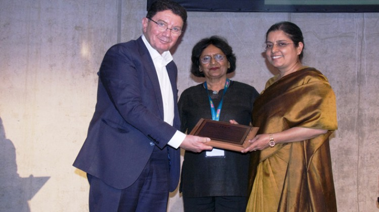 "Ravneet Kaur, Chairperson & Managing Director (C&MD), ITDC conferred with 'ISAW Women Achiever Award' for ""Professionalism in Management"" at ITB Berlin"