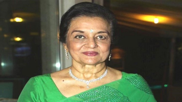 Gujarati filmmakers should make more use of Guajrati literature to make content oriented films says Asha Parekh
