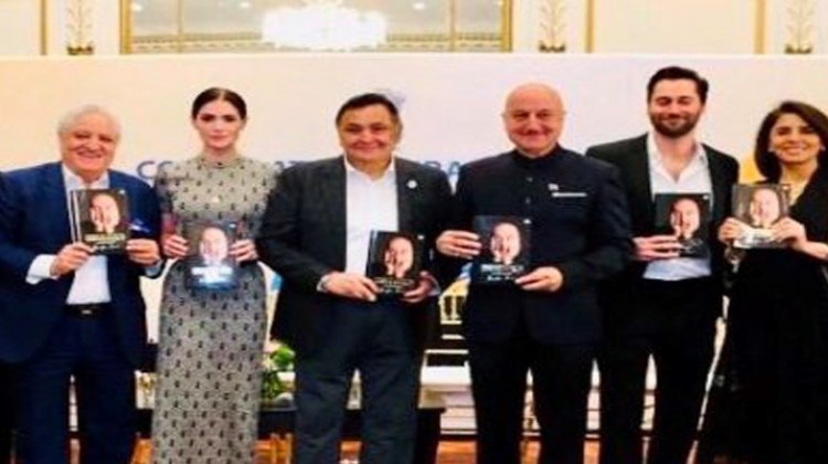 Rishi Kapoor Unveils Anupam Kher's Autobiography 'Lessons Life Taught Me Unknowingly'