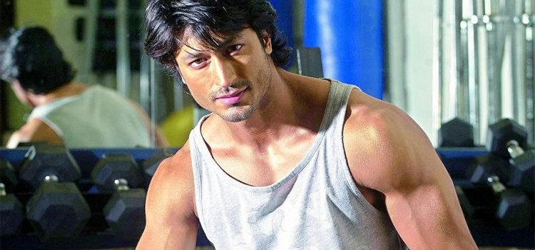 Vidyut Jammwal shares a workout regime with LPG cylinder and challenges fans